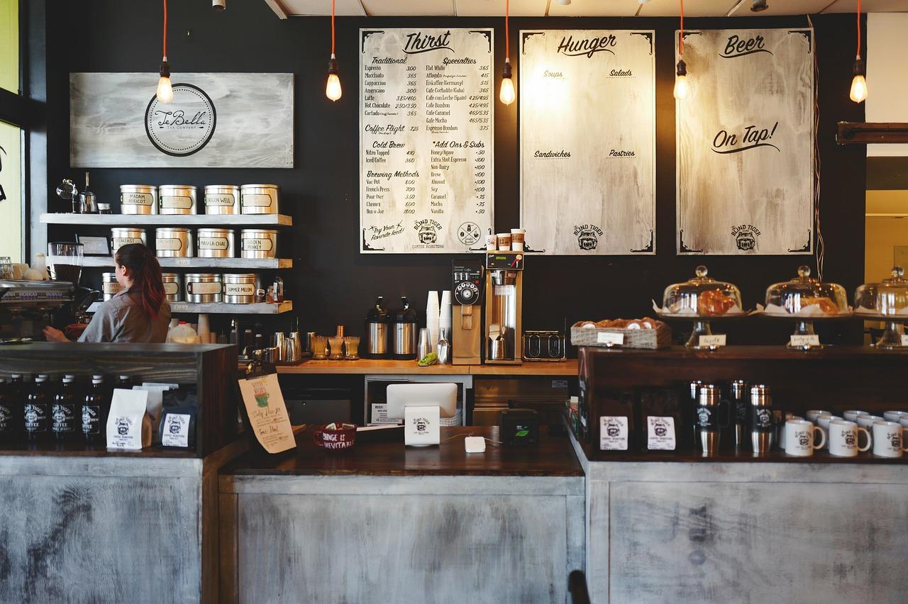Kaffeevollautomaten in einem Kaffeehaus